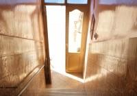 Les portes des Guest-houses