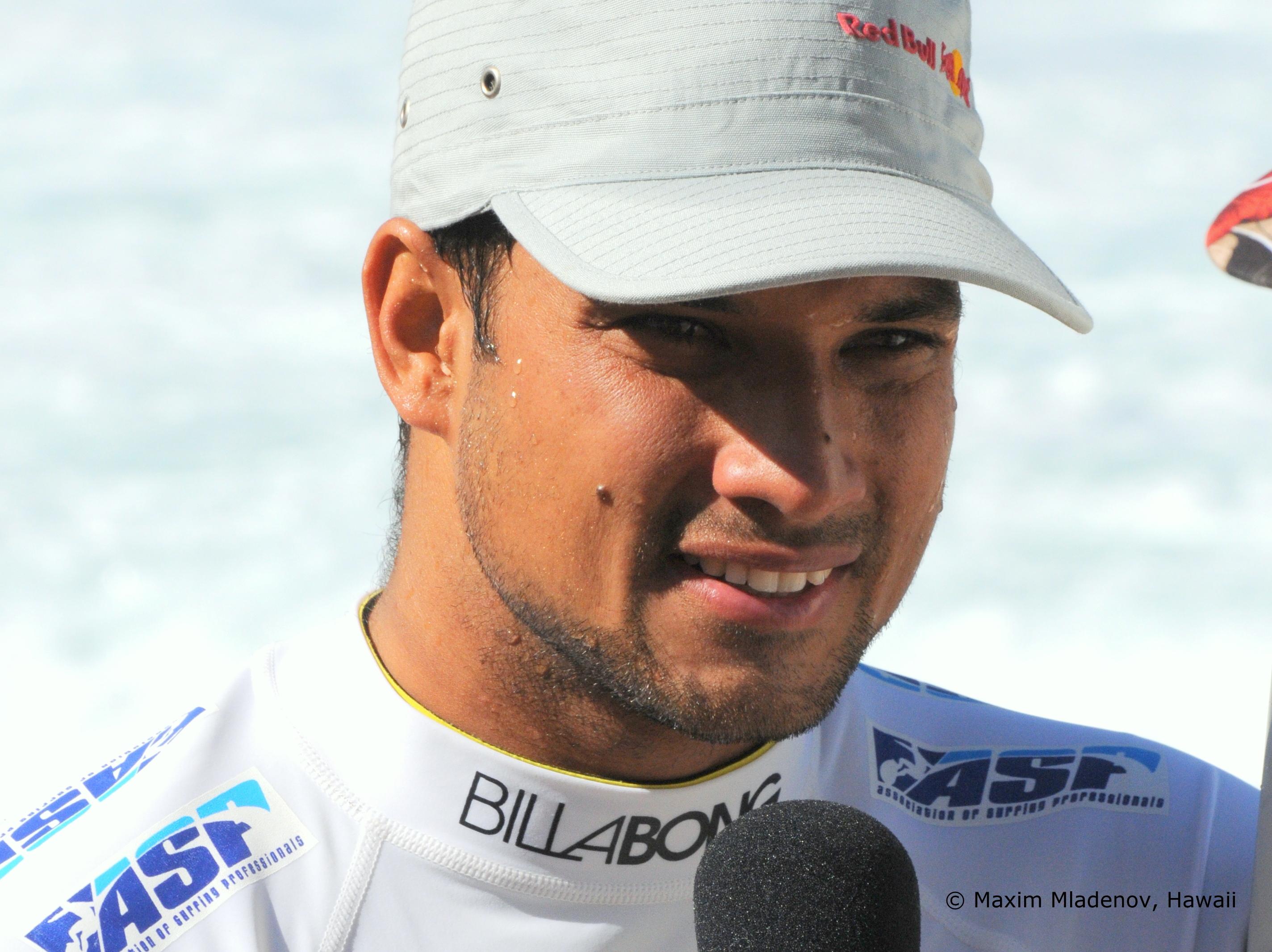 Michel Bourez interviewé après son round 8 remporté face à Adam Melling (AUS) le 09-12-2011 © Maxim Mladenov, Hawaii