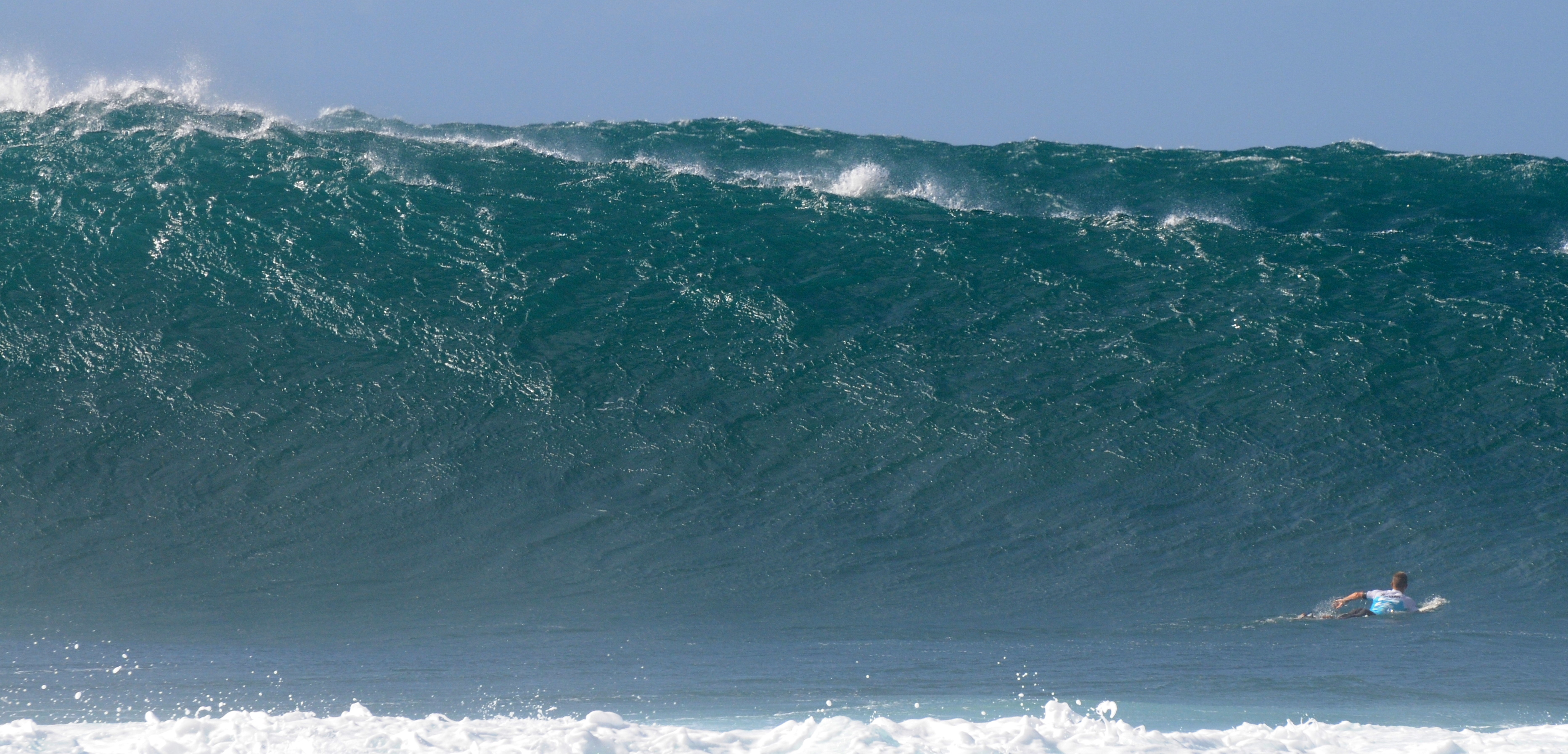 Un méchant Set arrive - 1er Tour 08-12-2011 Billabong PIPE Masters © Maxim Mladenov, Hawaii