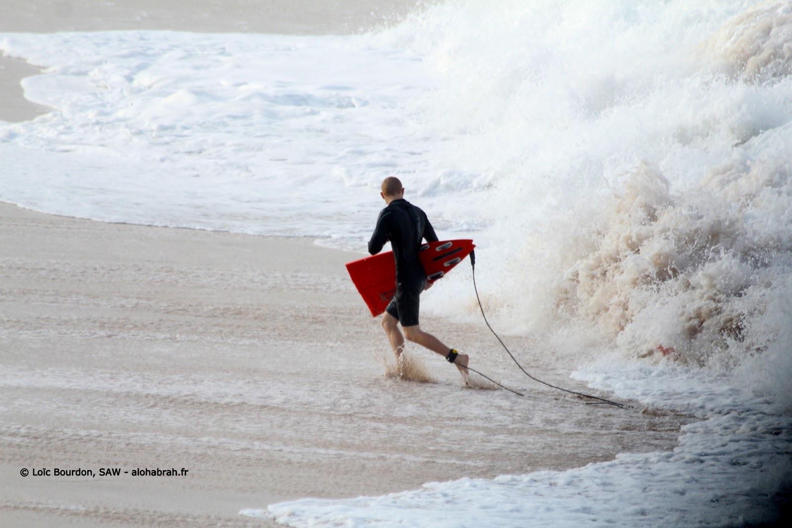 planche cassée, waimea swell du 04-01-12 © Loïc Bourdon, SAW - alohabrah.fr