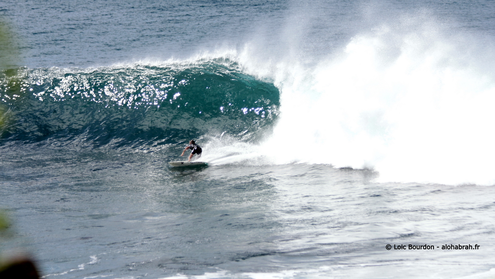 Drop under the lip, small Waimea - seq02 © Loic Bourdon - alohabrah.fr-1
