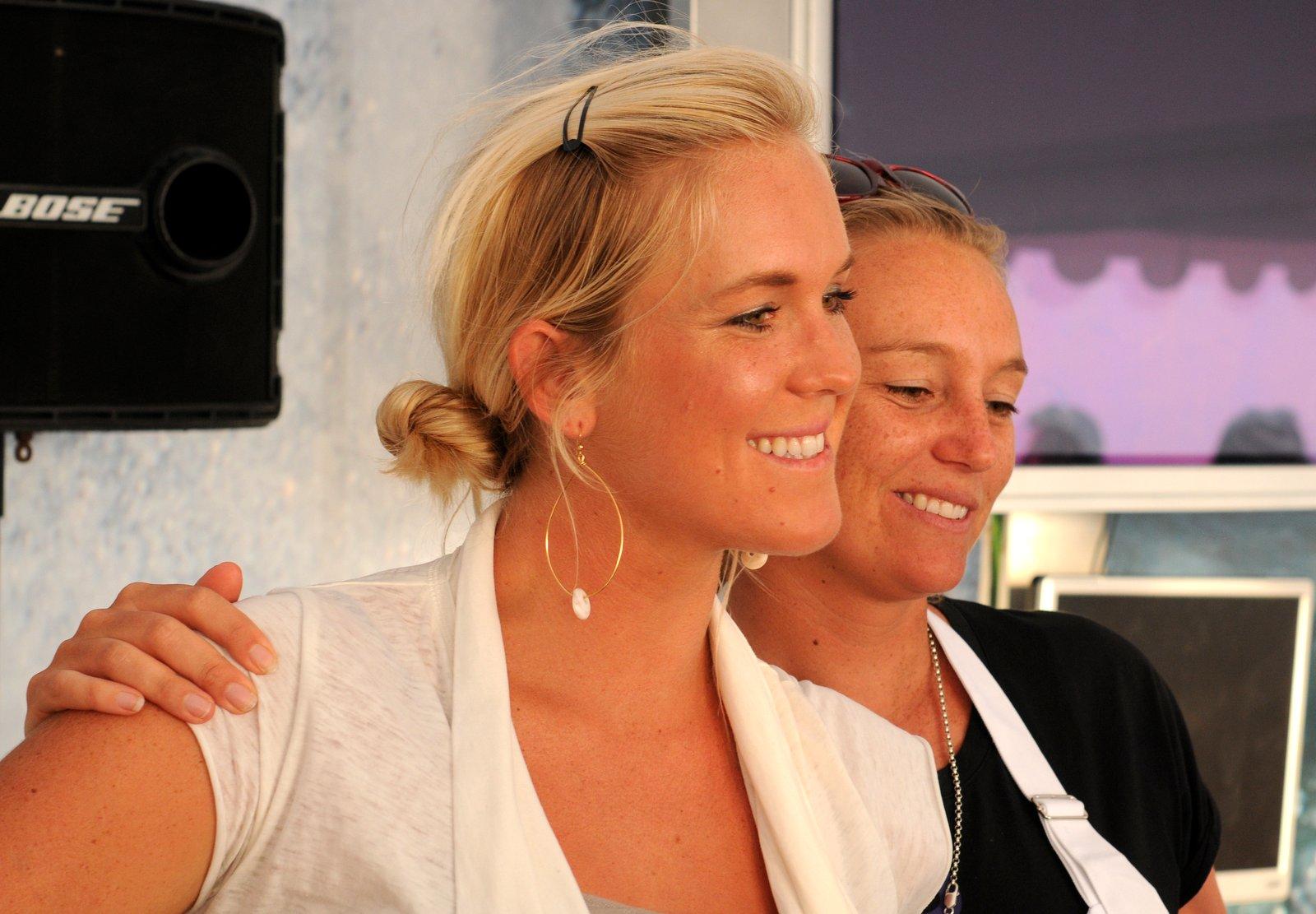 Bethany Hamilton &  Jessy Miller Diyer au Swatch Girls Pro 2012 Day 2 © Maxim Mladenov - alohabrah.fr