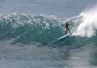What a Cosko longboard is able to DO, depends on the surfer riding the device in small Waimea aka Pinball © Loic Bourdon - alohabrah.fr