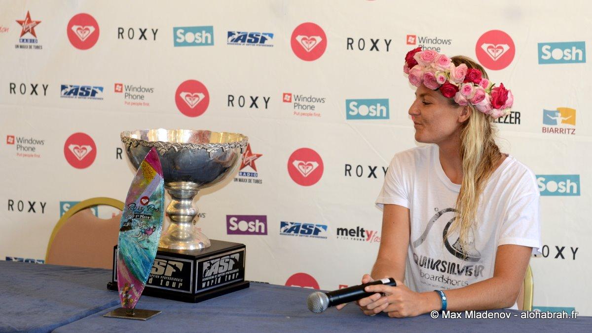 Un rêve devenu réalité - Stephanie Gilmore #5 World Champion @Roxy Pro 2012 Biarritz © Max Mladenov, alohabrah.fr
