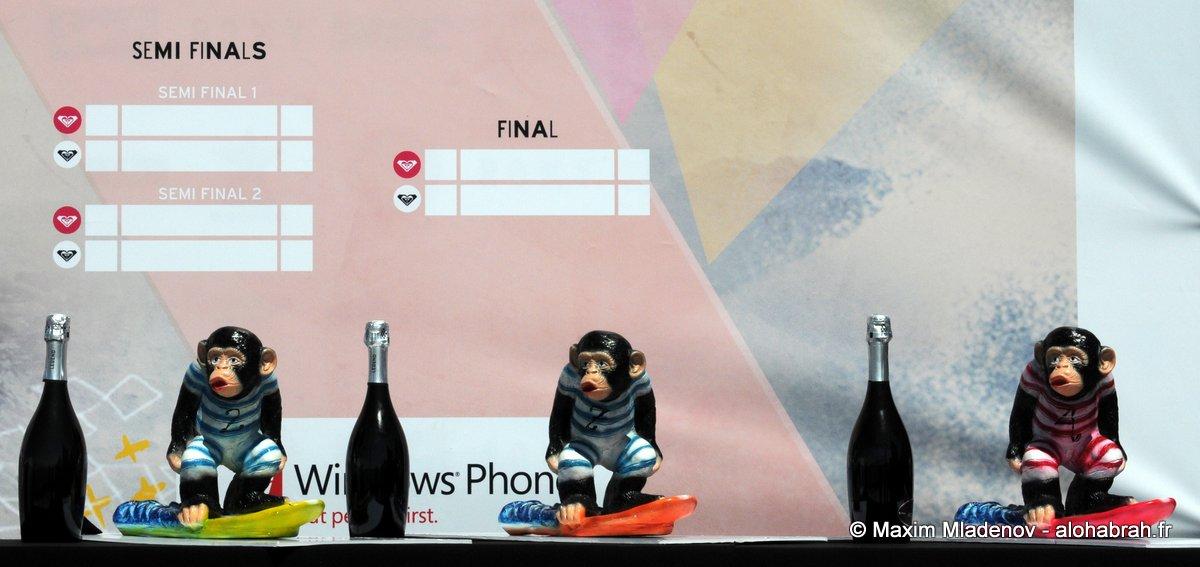 Les singes sculptés et trouvés au Mexique pour les trophées du Kassia Invitational @Roxy Pro 2012 © Maxim Mladenov - alohabrah.fr