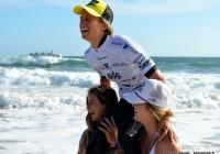 La joie de Justine Dupont juste après la finale @EDP Surf Pro Carcavelos 2012 © Xavier Desmet - alohabrah.fr