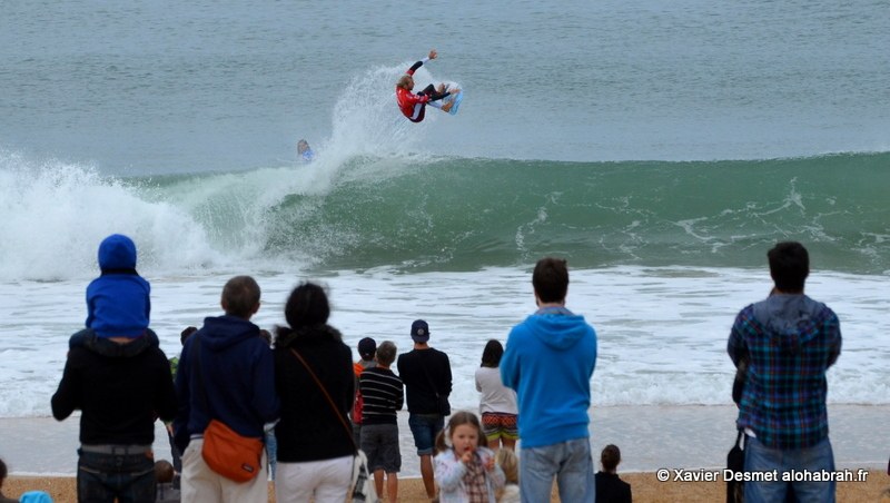 Owen Wright @Round 1 Aerial @ Quiksilver Pro France 2012 ©Xavier Desmet - alohabrah.fr
