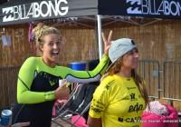 Philippa Anderson et Sophia Mulanovich, some fun before Podium  @EDP Surf Pro Carcavelos 2012 © Xavier Desmet - alohabrah.fr